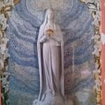 奇跡のメダイ教会 モザイクのマリア様